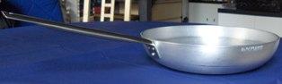 Una padella in alluminio di Baldassare Agnelli S.p.A.